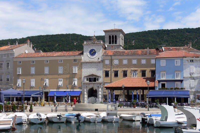 Cityscape av Cres i Kroatien arkivfoto