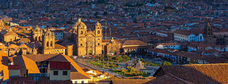 Cityscape av Cusco på solnedgången, Peru royaltyfri fotografi
