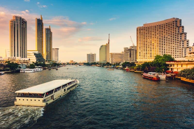 Cityscape av den Bangkok staden och skyskrapabyggnader av Thailand , Panoramalandskap av affären och finansiell mitt av Thailand fotografering för bildbyråer
