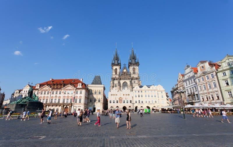 Cityscape av den gammala Townfyrkanten i Prague royaltyfri fotografi