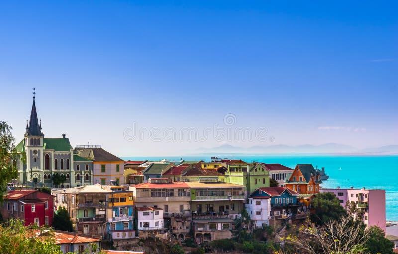 Cityscape av den historiska staden Valparaiso royaltyfria bilder