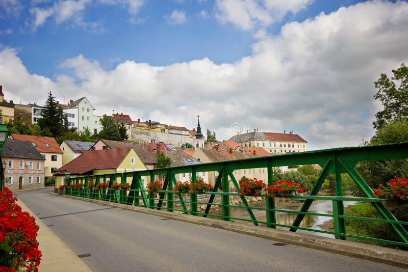 Cityscape av den lilla nätta europeiska staden royaltyfri bild