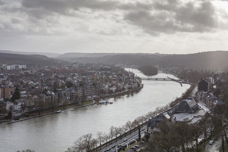Cityscape av den Namur sikten från den historiska citadellen av Namur, Wallonia region, Belgien royaltyfria bilder