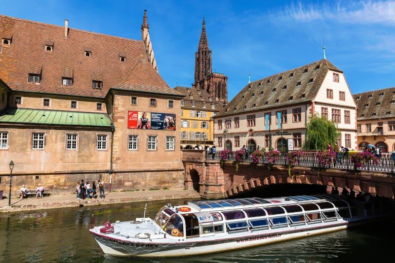 Cityscape av den stora Ilen i Strasbourg, Frankrike royaltyfri fotografi