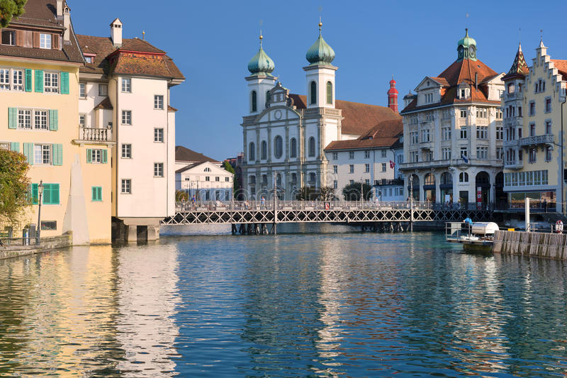 Cityscape av Luzern i aftonen arkivbild
