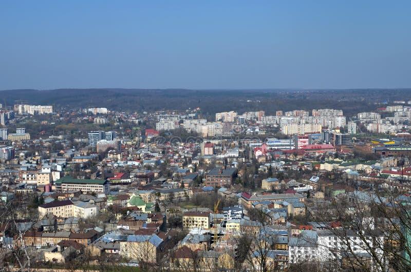 Cityscape av Lviv, Ukraina Vårpanorama arkivfoton