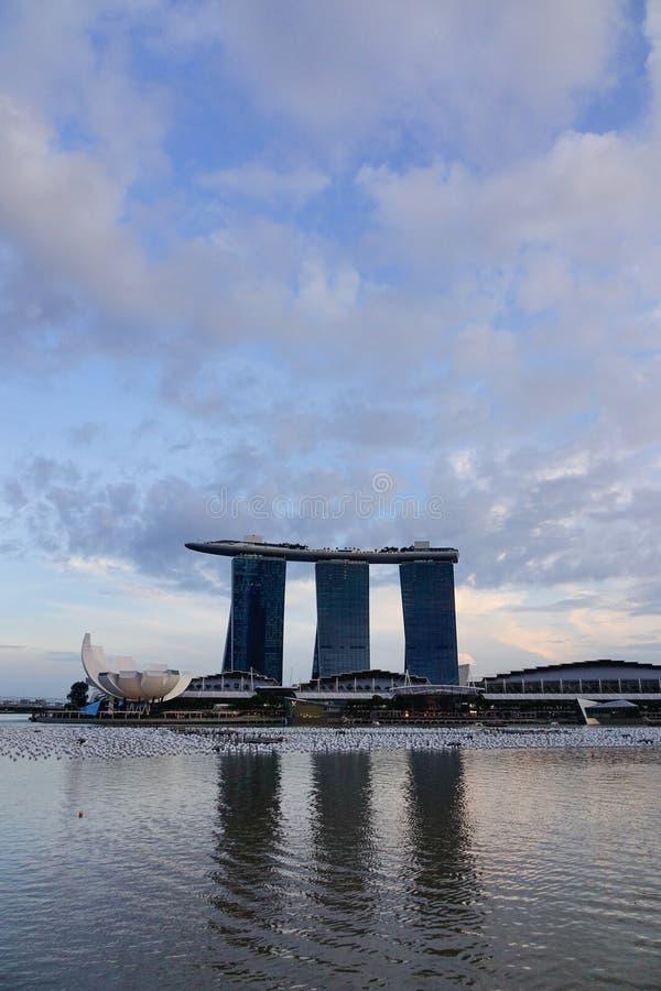 Cityscape av Marina Bay i Singapore royaltyfria bilder