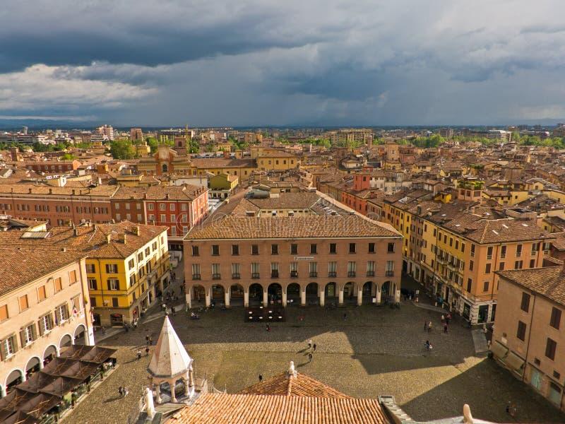 Cityscape av Modena, medeltida stad som placeras i Emi royaltyfria foton