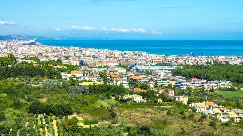 Cityscape av Pescara i Italien royaltyfri bild