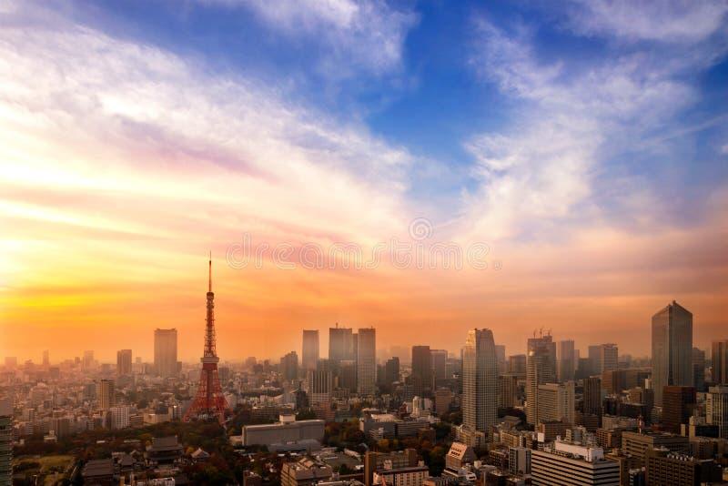 Cityscape av Tokyo, flyg- skyskrapasikt för stad av kontorsbuildien arkivbilder