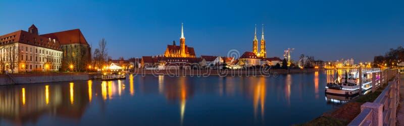 Cityscape, die panorama gelijk maken - mening van de stad Wroclaw en zijn oud district Ostrow Tumski stock foto's