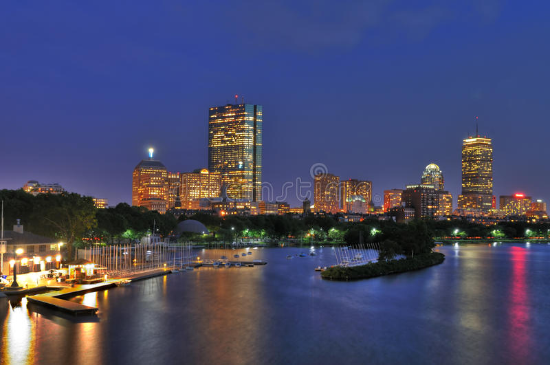 Cityscape en Charles River van Boston bij Schemer royalty-vrije stock foto