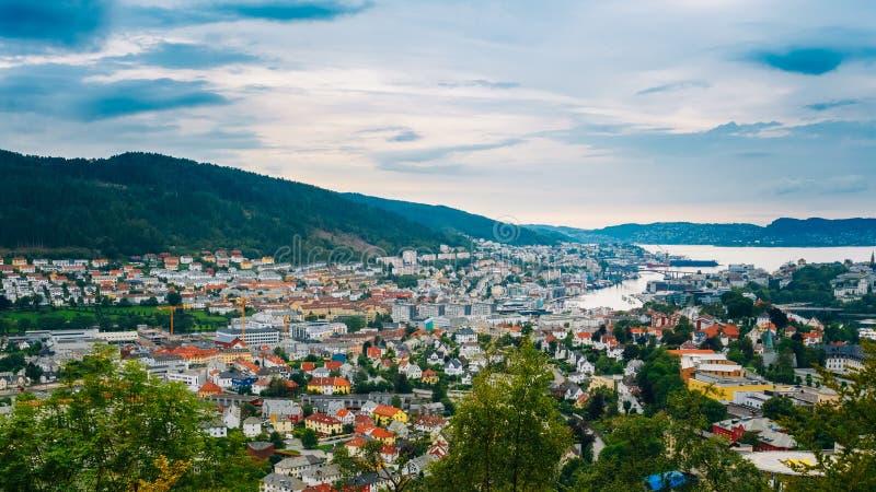 Cityscape för flyg- sikt av Bergen, Norge arkivfoton