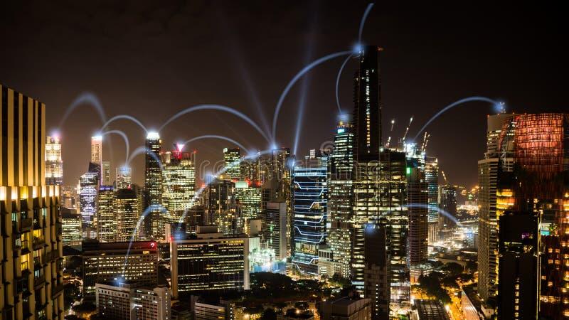 Cityscape för nattetid för nätverksaffärsconection av Singapore royaltyfri bild