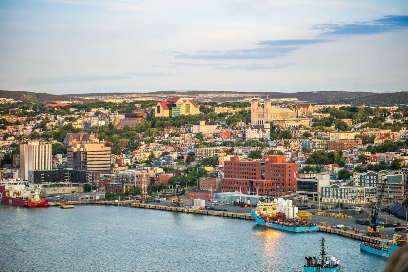 Cityscape för St John ` s, huvudstad av Newfoundland och labrador, royaltyfri foto