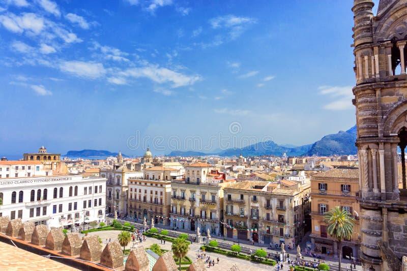 Cityscape från taket av den Palermo domkyrkan i Palermo, Italien royaltyfri foto