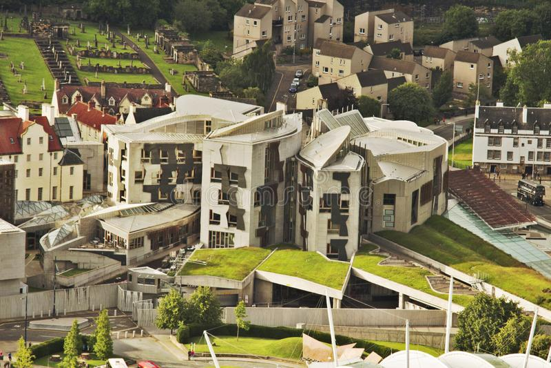 Cityscape inklusive Holyrood, skotska parlamentet arkivfoto