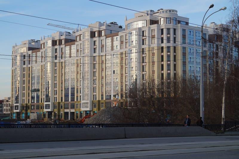 Cityscape: konstruktion av bostads- komplexens Riviera ', gata för 34a Gorky arkivbild
