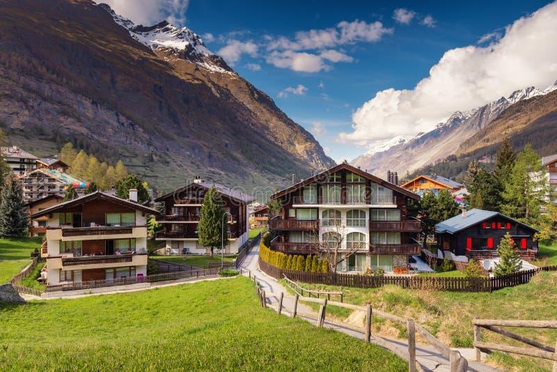 Cityscape Landschap van de Vallei het Oude Stad van Zermatt-Stad, Zwitserland, Landschapsarchitectuur de Bouw van Zwitserse Tradi stock afbeelding