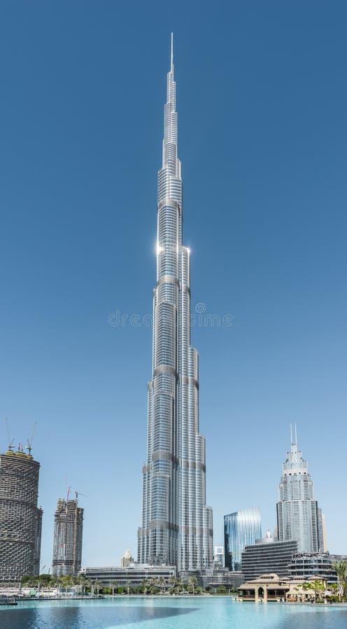 Cityscape med Burj Khalifa, affärsfjärd, Dubai, November 2016 fotografering för bildbyråer