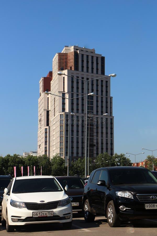 Cityscape med höga hus royaltyfria foton