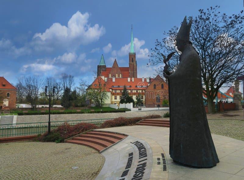 Cityscape med statyn av kardinalBolesÅ 'aw Kominek royaltyfri bild