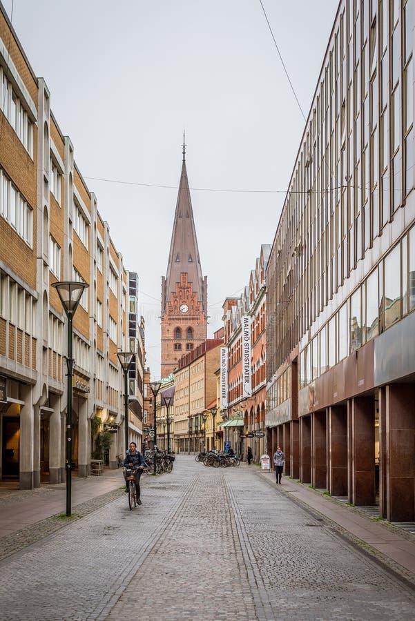 Cityscape met de st Peters kerk in Malmoe, Zweden stock afbeelding
