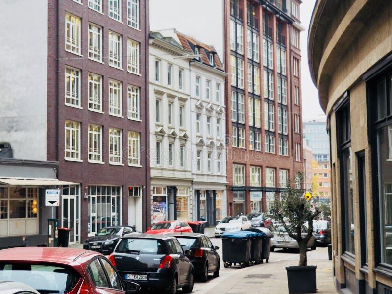 Cityscape met gebouwen en auto's stock afbeelding