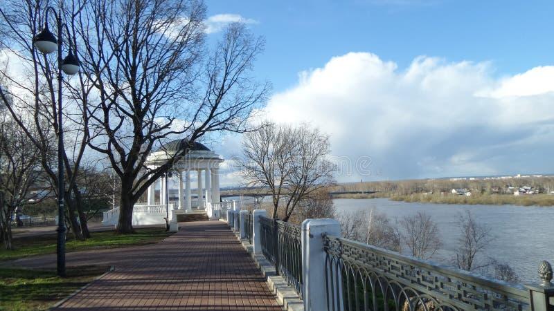 Cityscape met rotonde in Kirov royalty-vrije stock foto