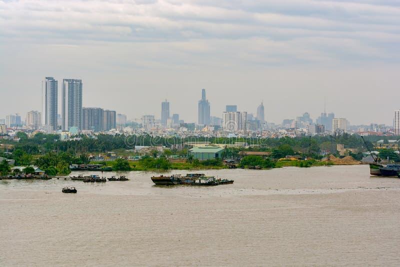 Cityscape och flodsikt av Ho Chi Minh City (Saigon) Vietnam, arkivbild