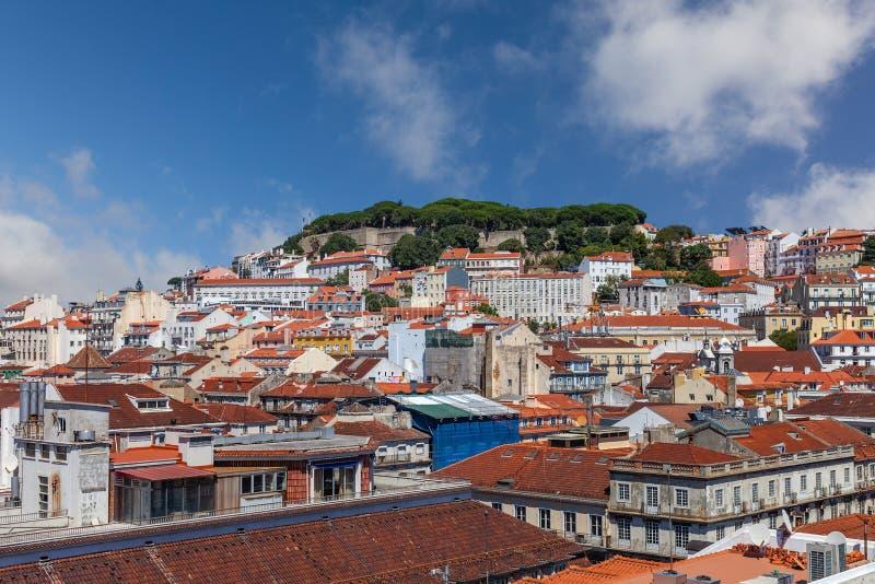 Cityscape och skyline från Lissabon, Portugal Castelo de Sao Jorge Castle alias Saint eller St George Castle, med tak över huvude arkivbilder