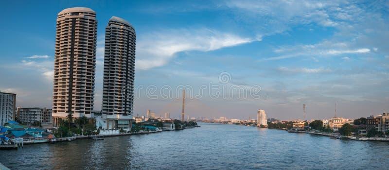 Cityscape Rama VIII Brug in Bangkok, Thailand royalty-vrije stock foto