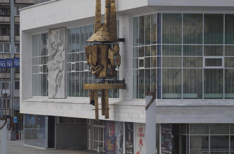 Cityscape Sovjetarchitectuur: de bouw van het theater van de Jonge Toeschouwer royalty-vrije stock afbeeldingen