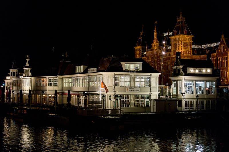 Cityscape van Amsterdam in de nacht royalty-vrije stock afbeeldingen