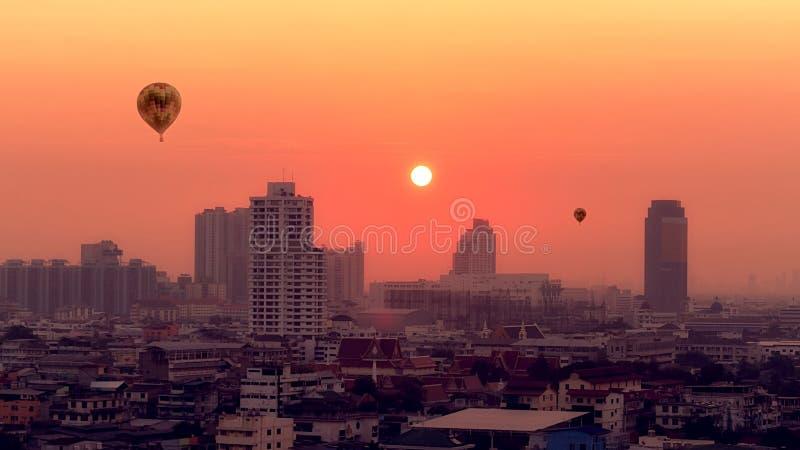 Cityscape van Bangkok bij schemering royalty-vrije stock foto