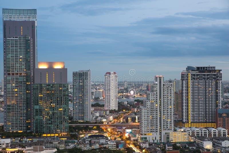 Cityscape van Bangkok in nacht stock afbeeldingen