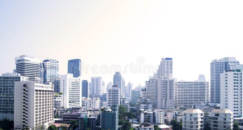 Cityscape van Bangkok van verschillende bureaugebouwen en flatgebouwen met koopflats stock fotografie
