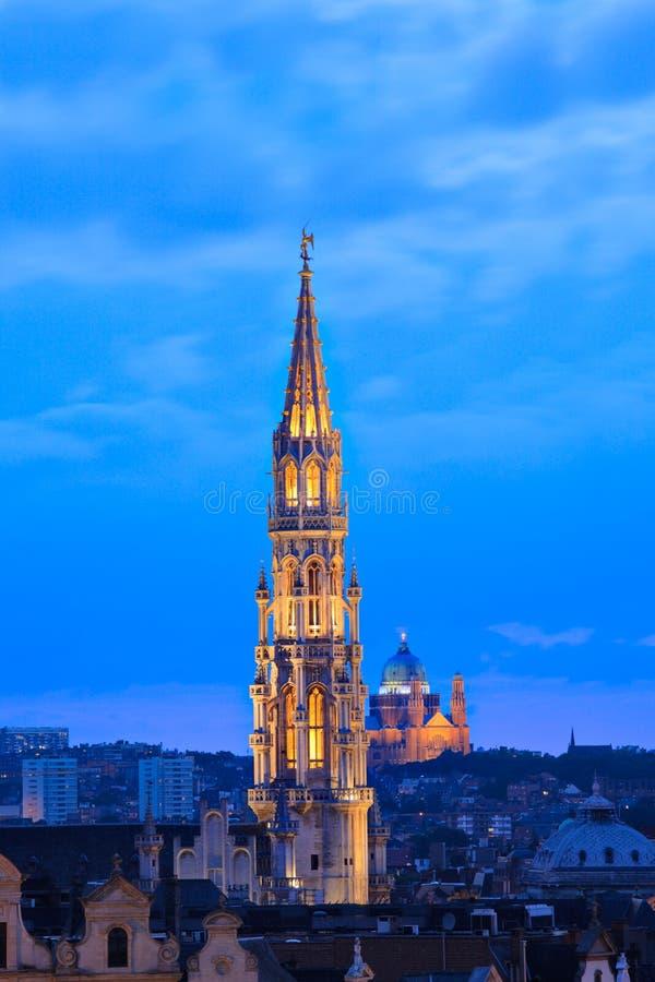 Cityscape van Brussel bij schemer stock foto