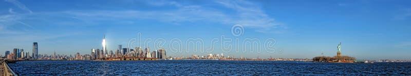 Cityscape van de de Stadshorizon van New York Breed Panorama stock foto