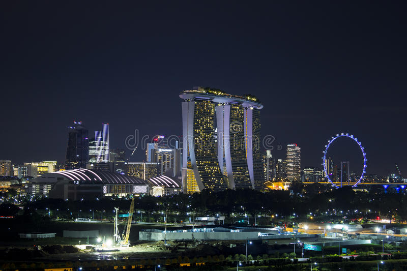 Cityscape van de horizon van Singapore in schemeringtijd stock foto