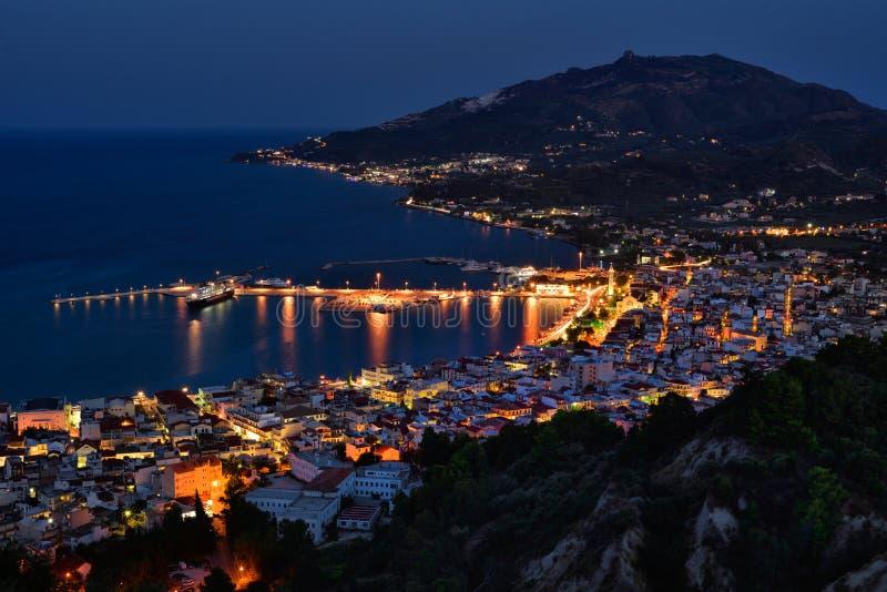 Cityscape van de nachtscène panorama in Zakynthos Griekenland stock foto