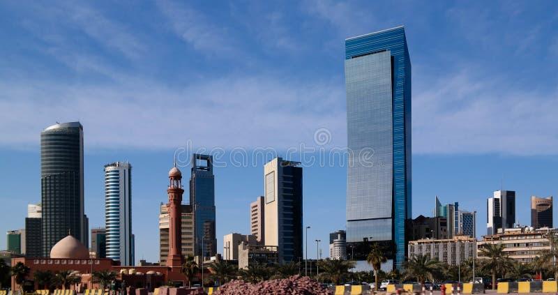Cityscape van de stad van Koeweit onder de hemel, Koeweit stock afbeeldingen
