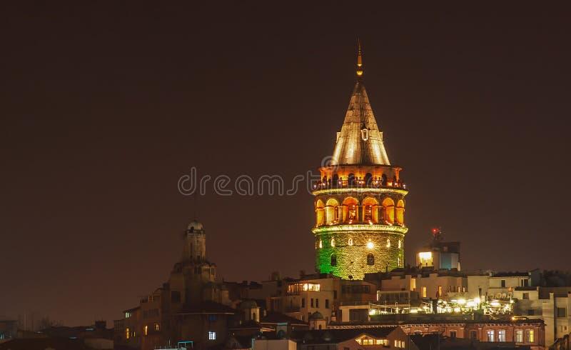 Cityscape van de Torenä°stanbul van Galata van de nachtmening in Turkije stock afbeelding