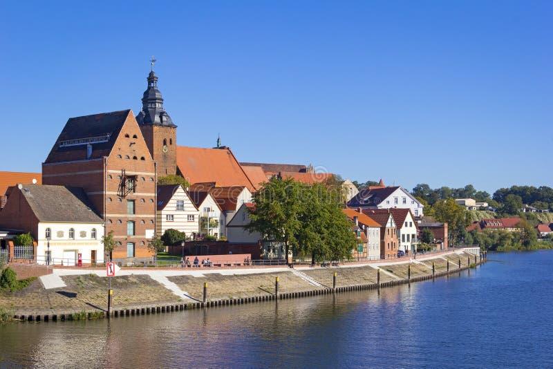 Cityscape van Havelberg met Havel-Rivier royalty-vrije stock afbeeldingen