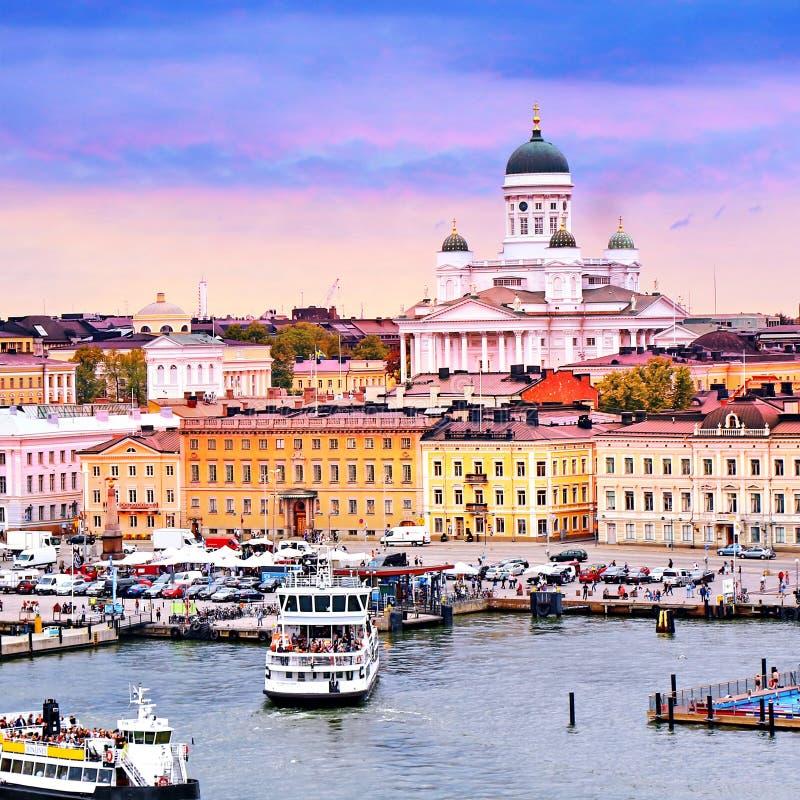 Cityscape van Helsinki met de Kathedraal van Helsinki en Marktvierkant, Finland royalty-vrije stock foto