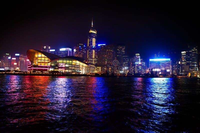 Cityscape van Hongkong bij nacht stock afbeeldingen