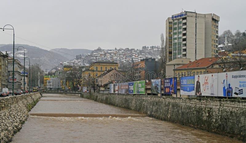 Cityscape van hoofdstad Sarajevo, Bosnië-Herzegovina stock fotografie
