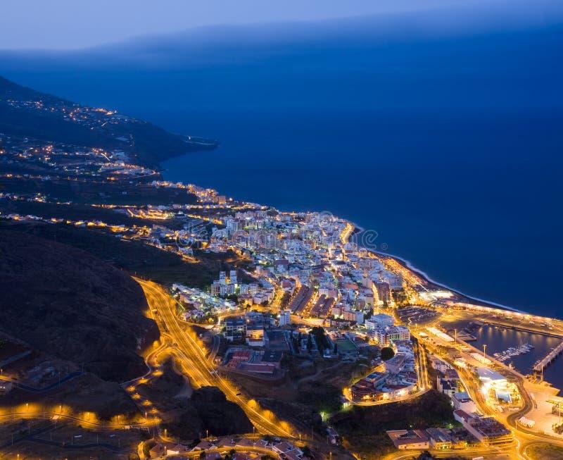 Cityscape van Kerstman Cruz (La Palma, Spanje) bij nacht royalty-vrije stock fotografie