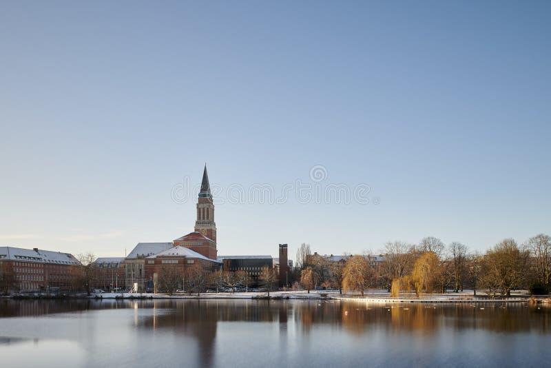 Cityscape van Kiel, Duitsland over Kleiner Kiel stock foto's
