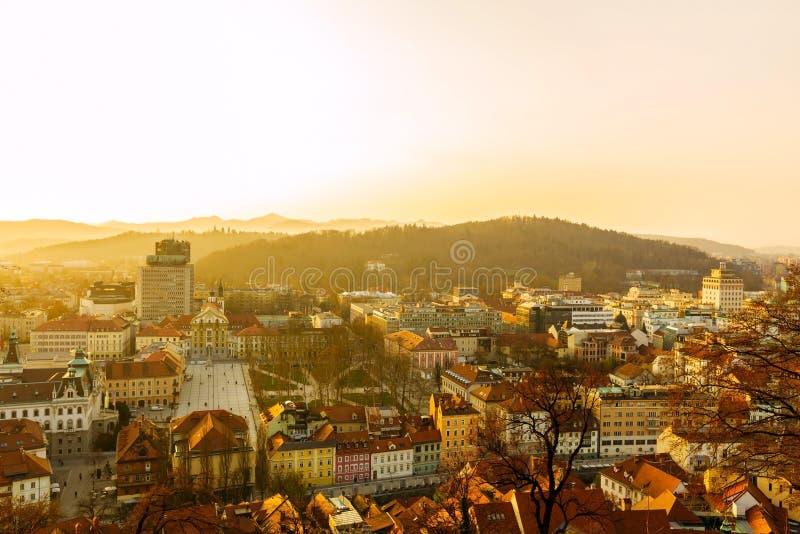 Cityscape van Ljubljana bij zonsondergang stock foto